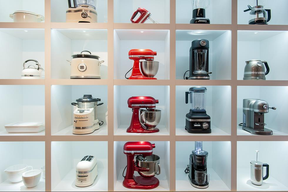 What are some similar stores to the KitchenAid outlet store?